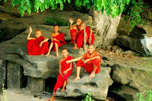Mnisi buddyjscy w Birmie.