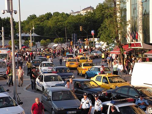Ruch uliczny w Istambule.