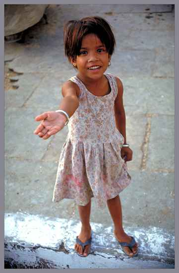 little beggar, fot. victor in delhi /deviantart